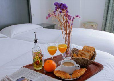 28. habitación desayuno